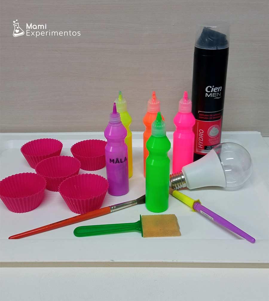 Materiales necesarios para baño sensorial con luz negra