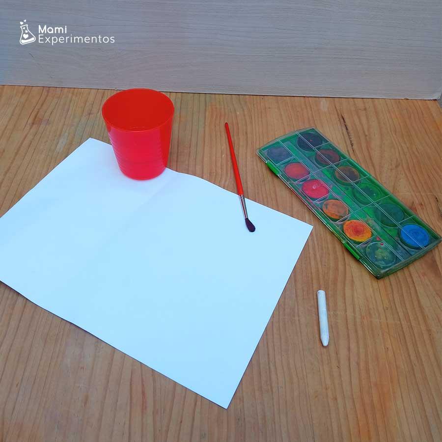 Materiales necesarios para crear mensajes secretos con cera blanca y acuarelas