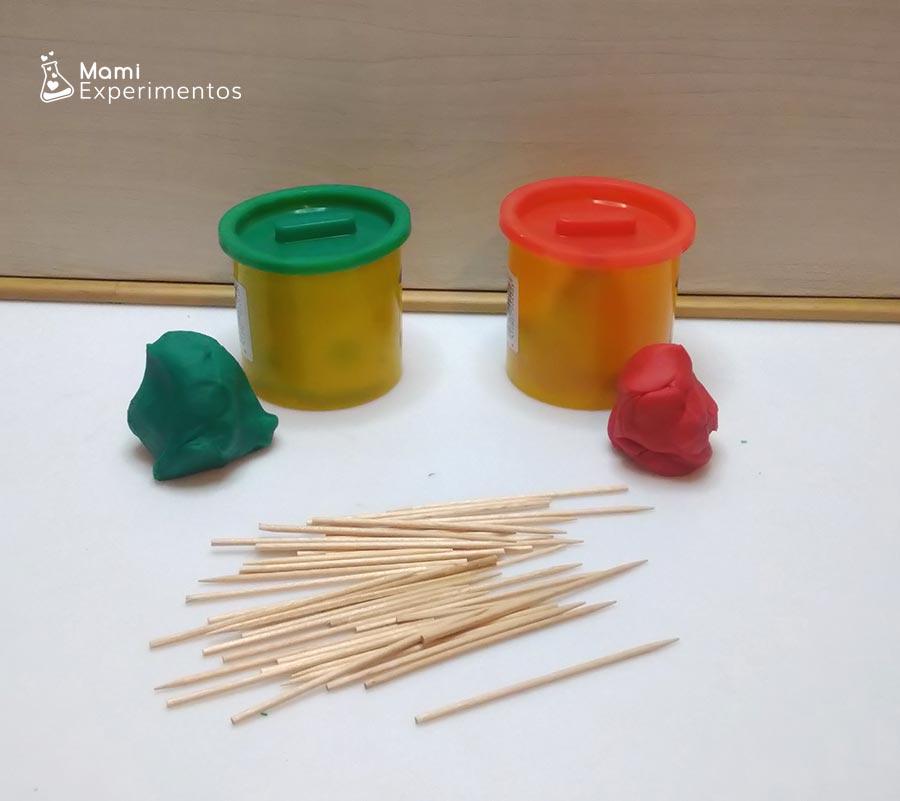 Materiales necesarios para crear estructuras con palillos y plastilina