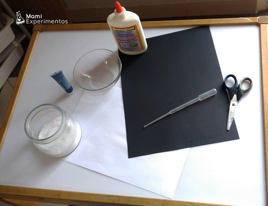 Materiales necesarios para experimento copo de nieve con pegamento y sal