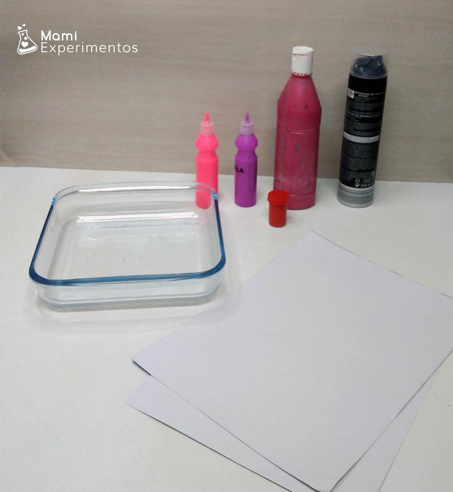 Materiales necesarios para hacer corazones con espuma de afeitar y pintura