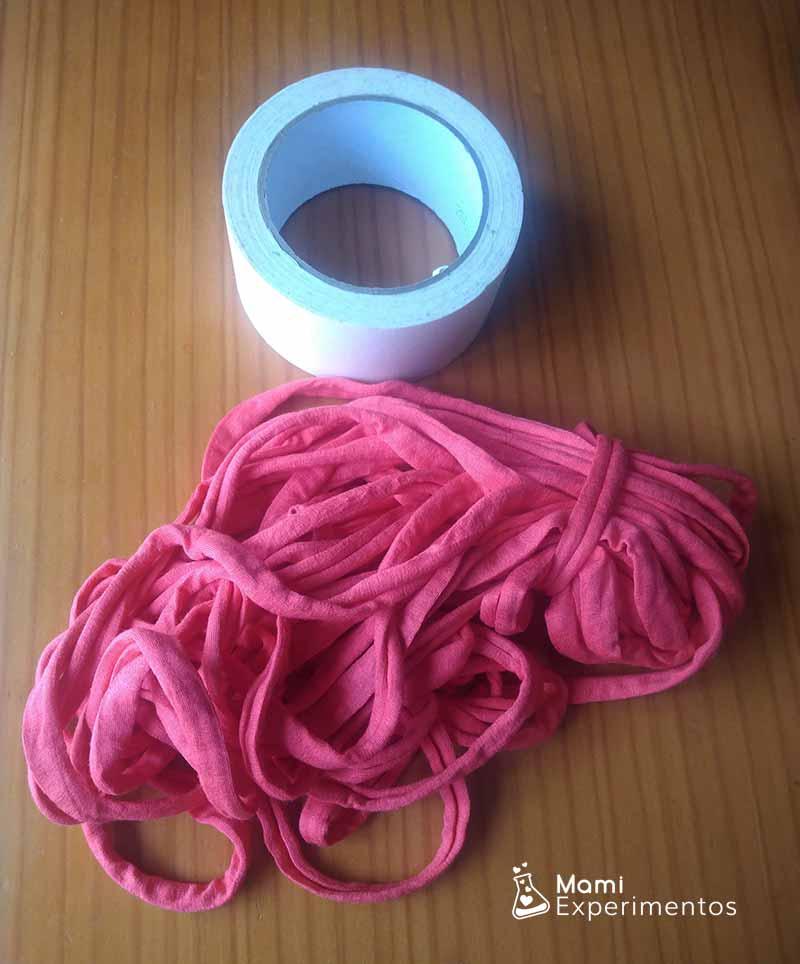 Materiales necesarios para hacer la tela de araña en el pasillo