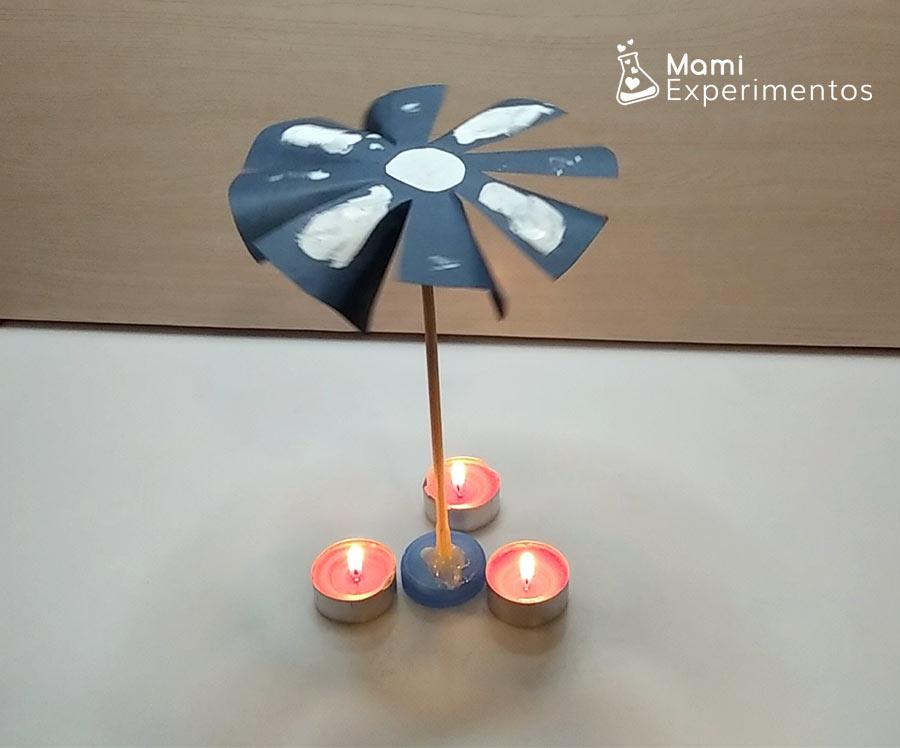 Molinillo movido por tres velas