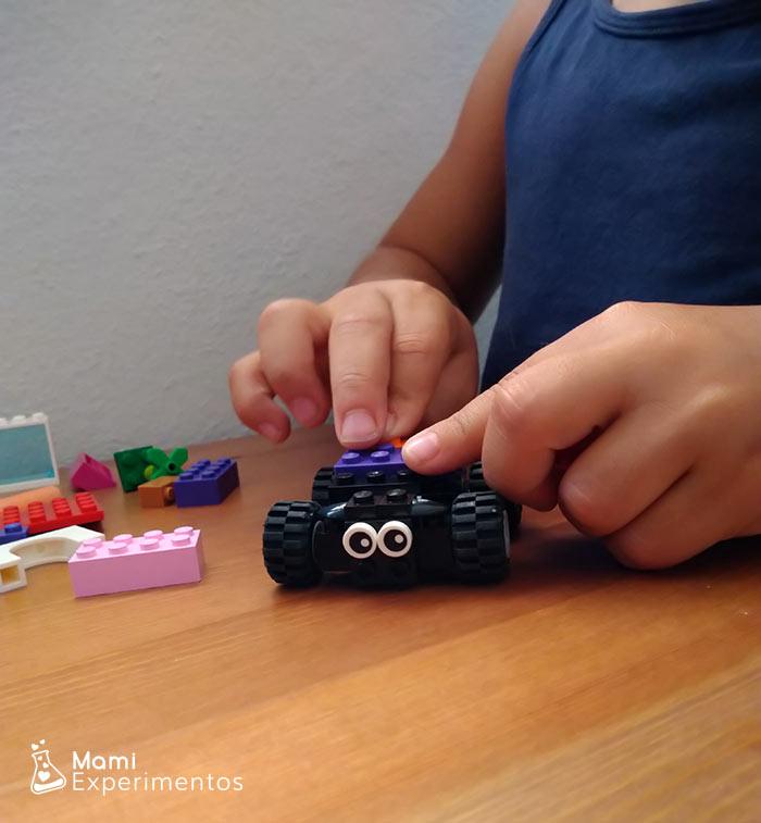 Montando coches piezas lego