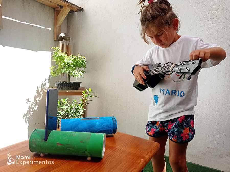 Música con amplificador casero con botes pringles