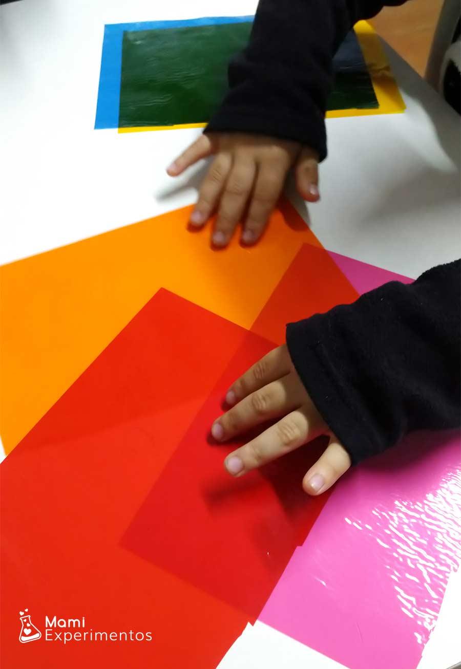 Papel celofan de colores para vidriera navideña en ventanas