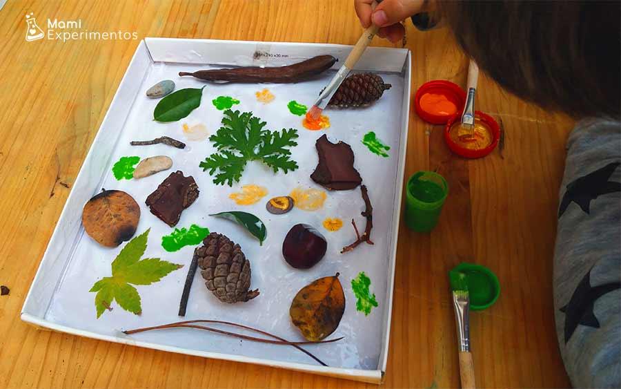 PIntando collage de otoño en tapa de cartón