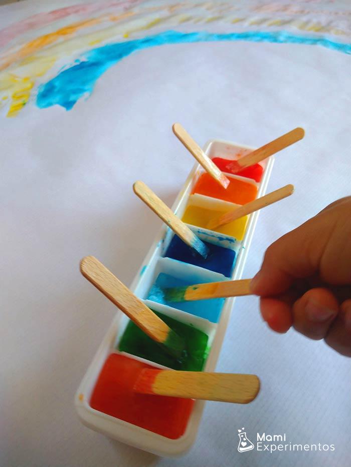 Pintando con hielos de colores
