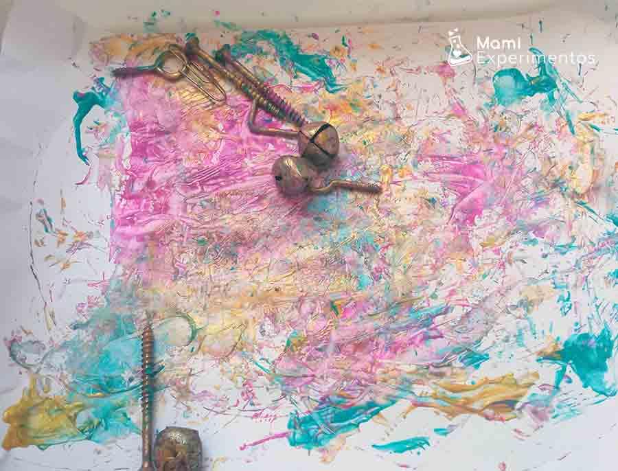 Pintando con objetos magnéticos arte con imanes