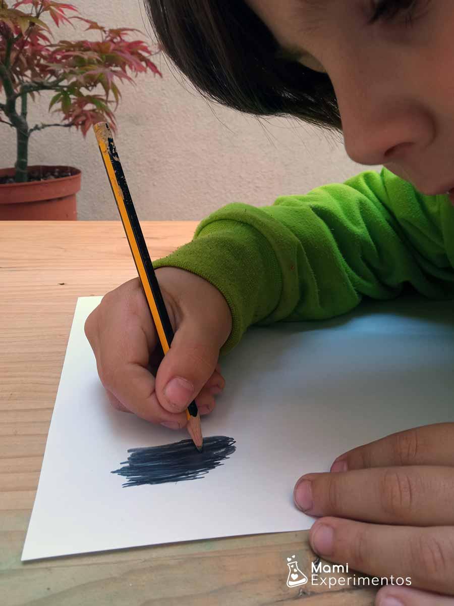 Pintar con lápiz para huella dactilar con grafito