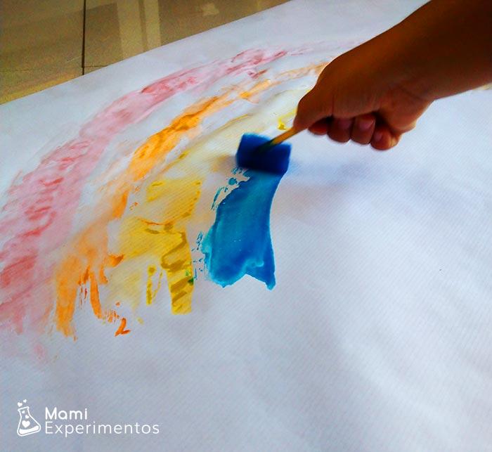 Pinto con hielos de colores arcoiris