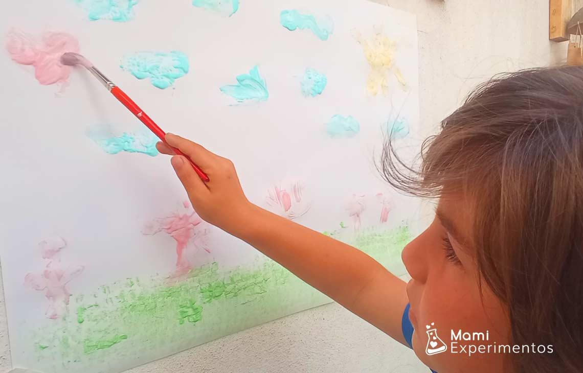Pintura casera no tóxica de yogur para bebés