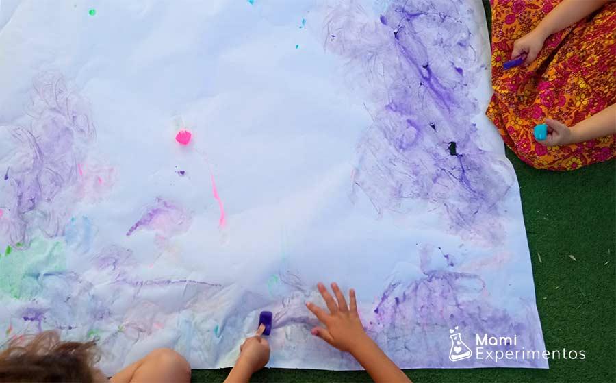 pinturas de hielos de colores en taller de verano