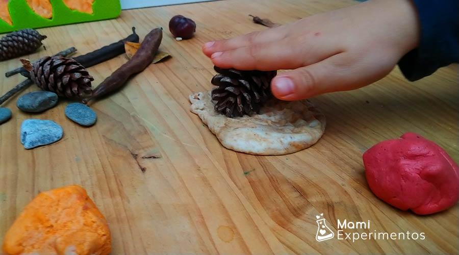 Plastilina perfumada de otoño jugando con plastilina
