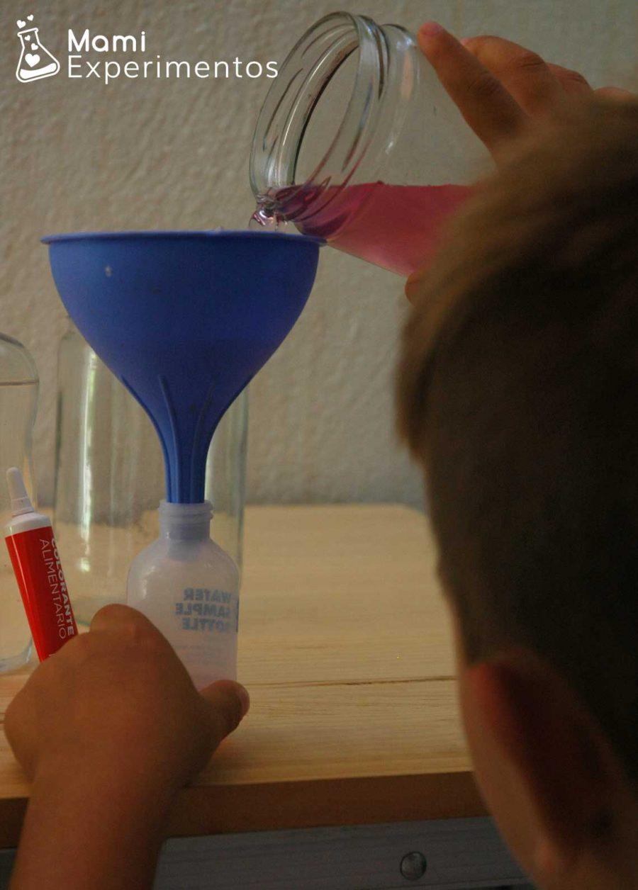 Preparativos para experimento de mezclar agua y aceite