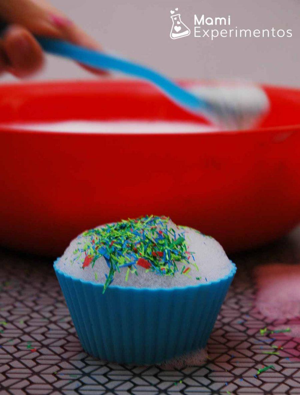 Preparando cupcakes con espuma de jabón