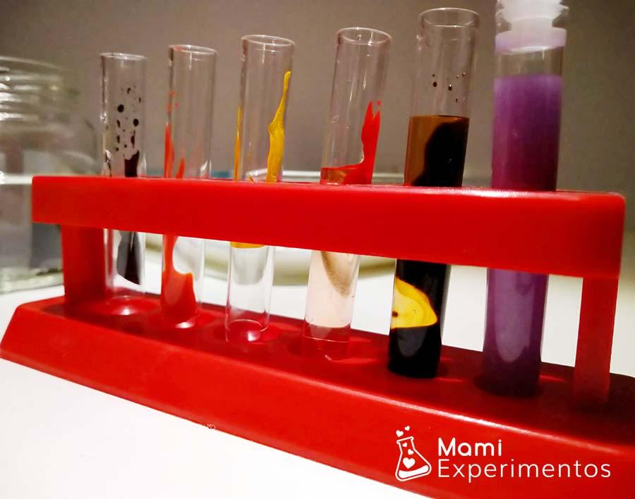 Probetas con colorante para el estallido de colores en leche