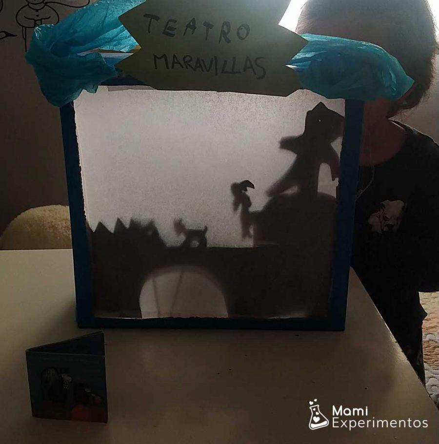 Representación chivos chivones en teatro de sombras especial día del libro