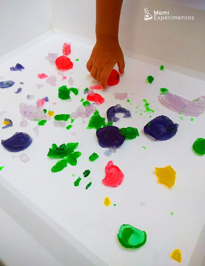 Sentir y jugar con gelatinas de colores