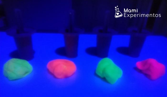 slimes de helados fluorescentes para jugar con luz negra