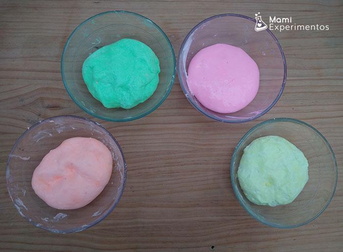 Slimes listos para hacer helados que brillan en la oscuridad