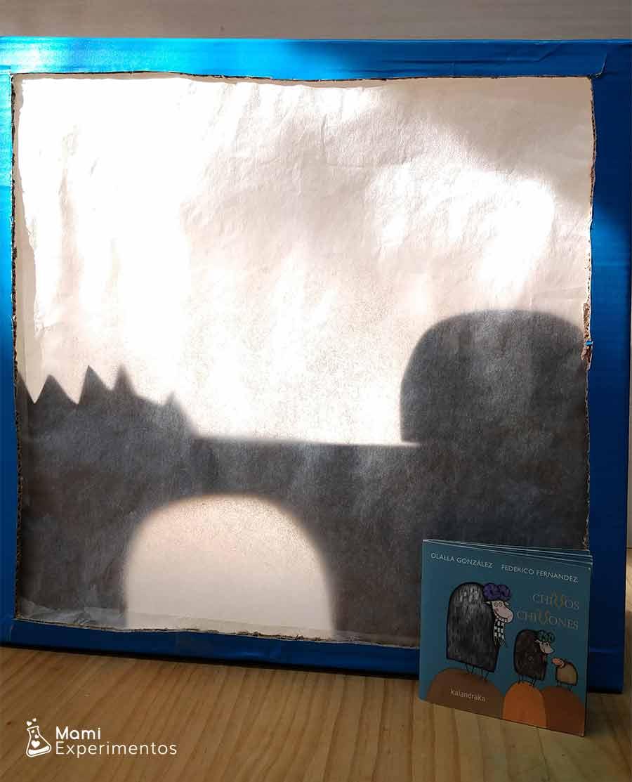 Teatro sombras preparado para cuento chivos chivones en el día del libro