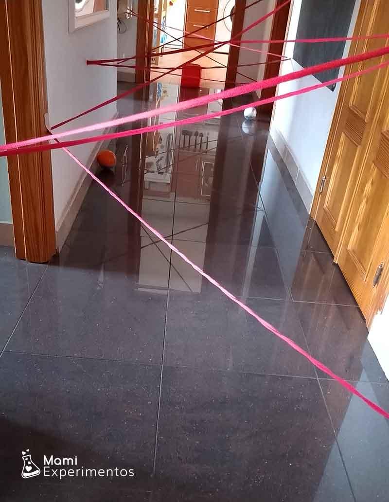 Tela de araña en el pasillo