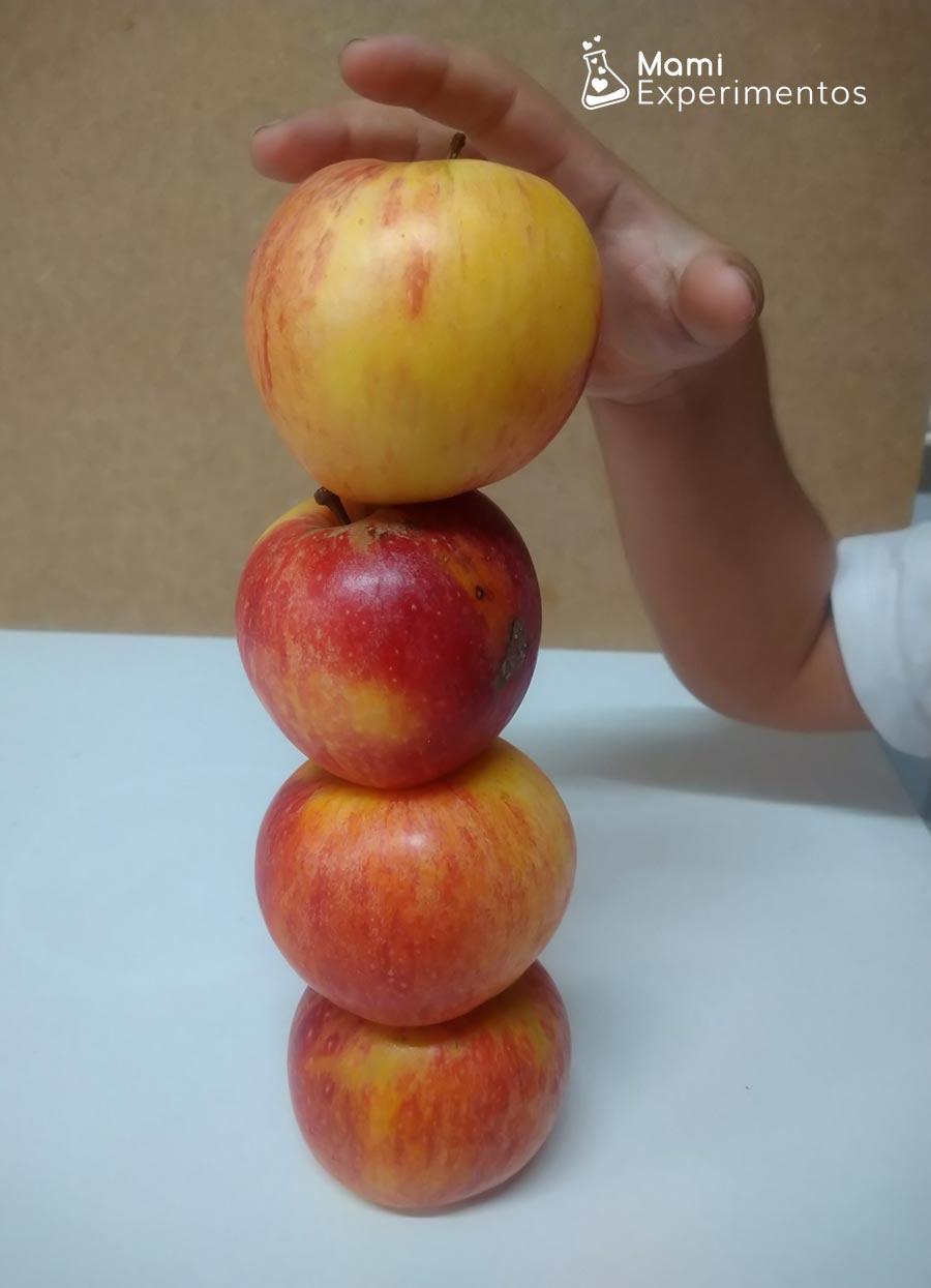 Torre con manzanas para circuito eléctrico