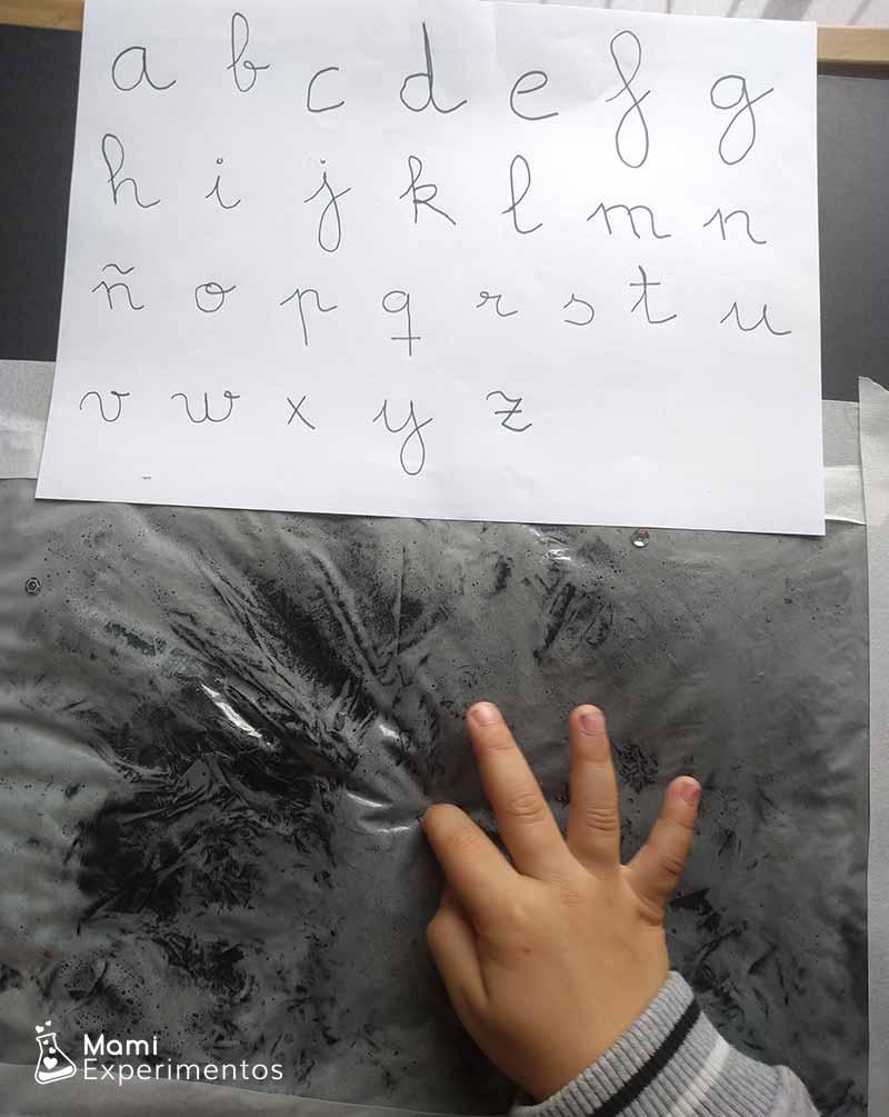 Trabajar la grafía con bolsa sensorial
